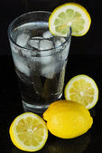 Refreshing glass of ice water with lemon. — Stock Photo