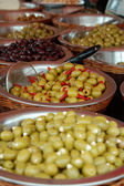 Olive exibir na tenda do mercado — Foto Stock