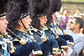 A group of Scottish pipers play their traditional music — Stock Photo
