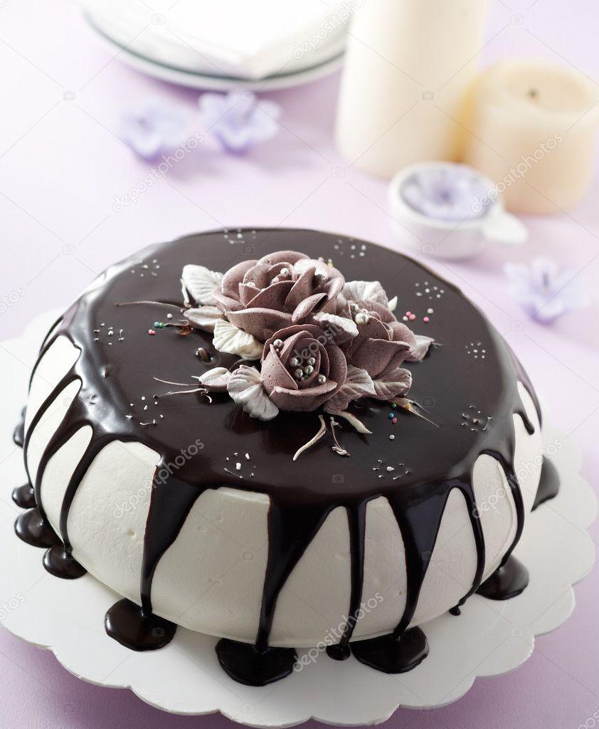玫瑰形状奶油巧克力蛋糕
