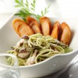 Spaghetti pesto — Stock Photo