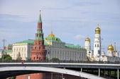 Grand pont de pierre et le kremlin, — Photo
