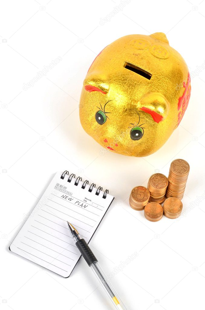 Piggy bank and notepad with pen on white background — Stock Photo #8837292