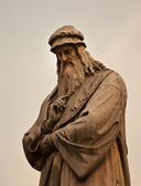 Leonardo da Vinci statue — Stock Photo