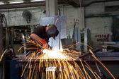 焊接产生的火花 — 图库照片