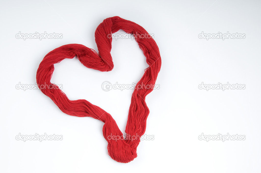 Red Heart Made of Yarn — Stock Photo #8412391