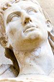 Busto de um rei grego em mármore branco — Fotografia Stock