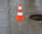Warning sign and sewerage hole — Stock Photo