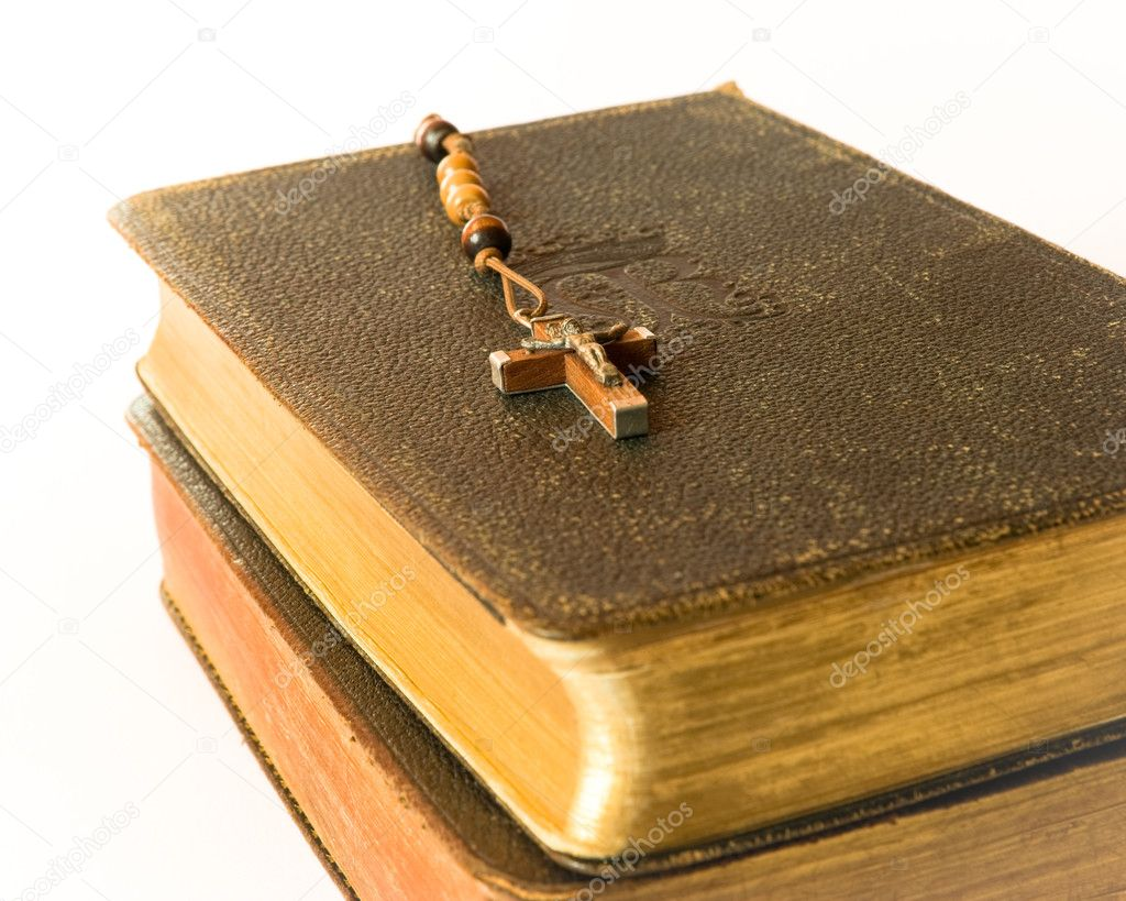 The book of Catholic Church liturgy and rosary beads — Stock Photo #8444448