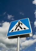 Дорожный знак пешеходного перехода — Стоковое фото