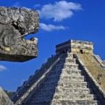 Main pyramid at chichen itza — Stock Photo #8471538