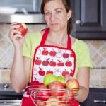 Woman eating apple — Stock Photo