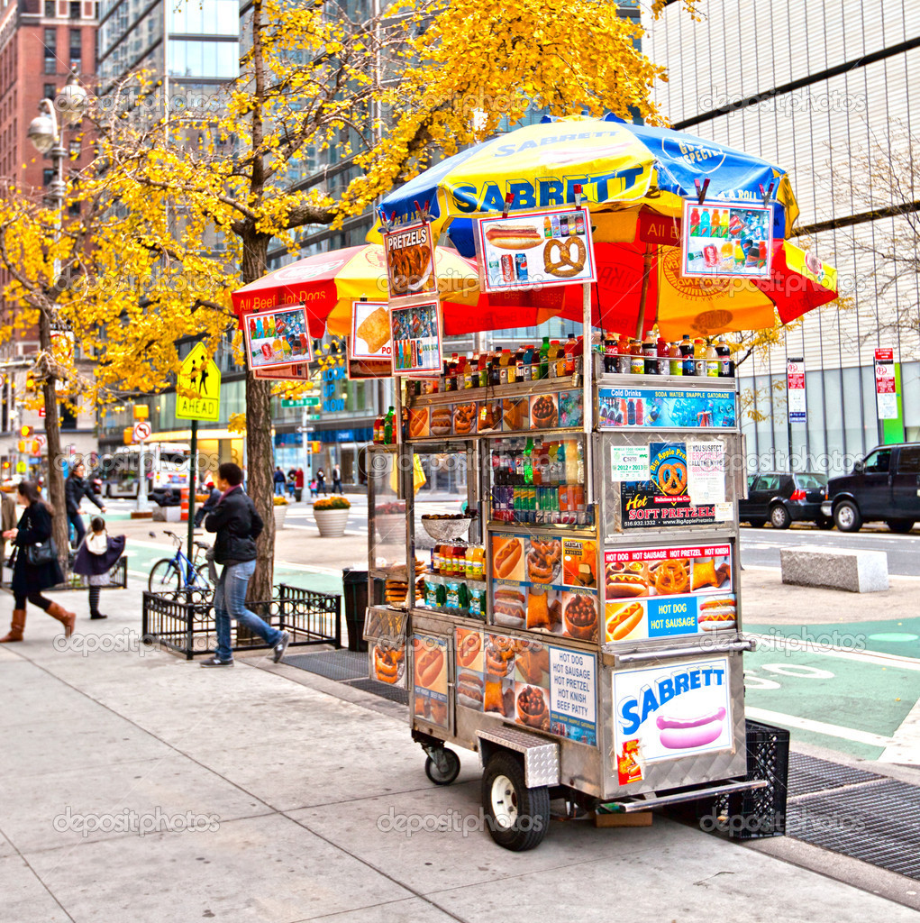 NEW YORK CITY - NOV 13: Midtown, New York state lawmakers are proposing a letter-grading system for street food vendors in New York City, November 13th, 2011 in — Stock Photo #8363619