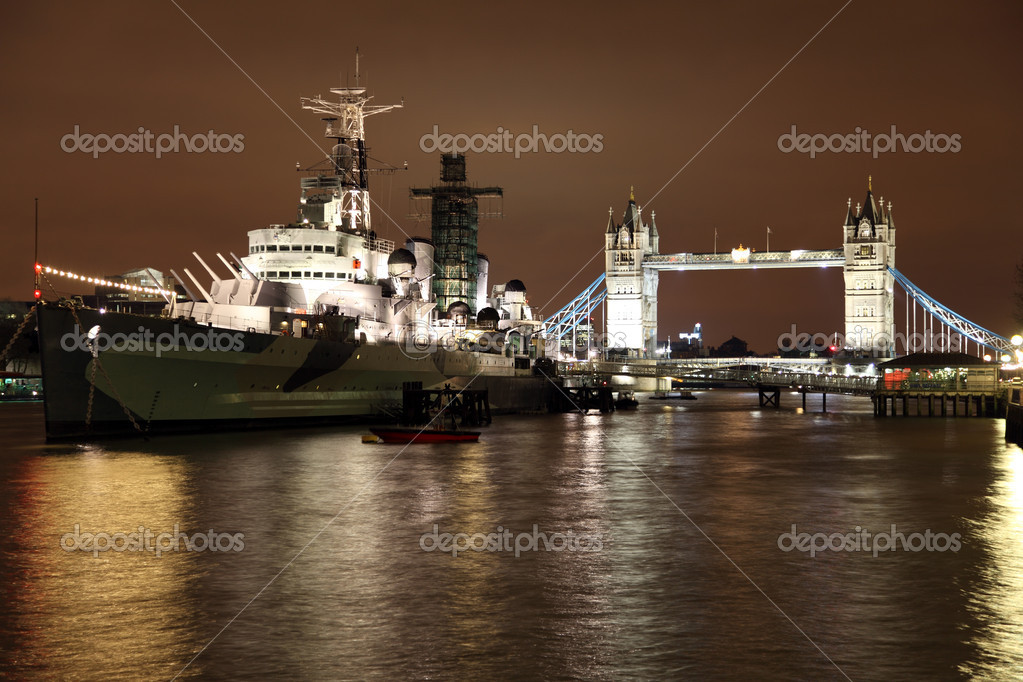 River Thames Tower Bridge and HMS Belfast in London — Stock Photo #8408807