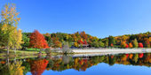 Stunning lake in fall — Stock Photo