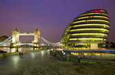 City Hall and Tower Bridge — Stock Photo