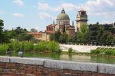 Verona ao longo do Rio adige, Itália — Fotografia Stock