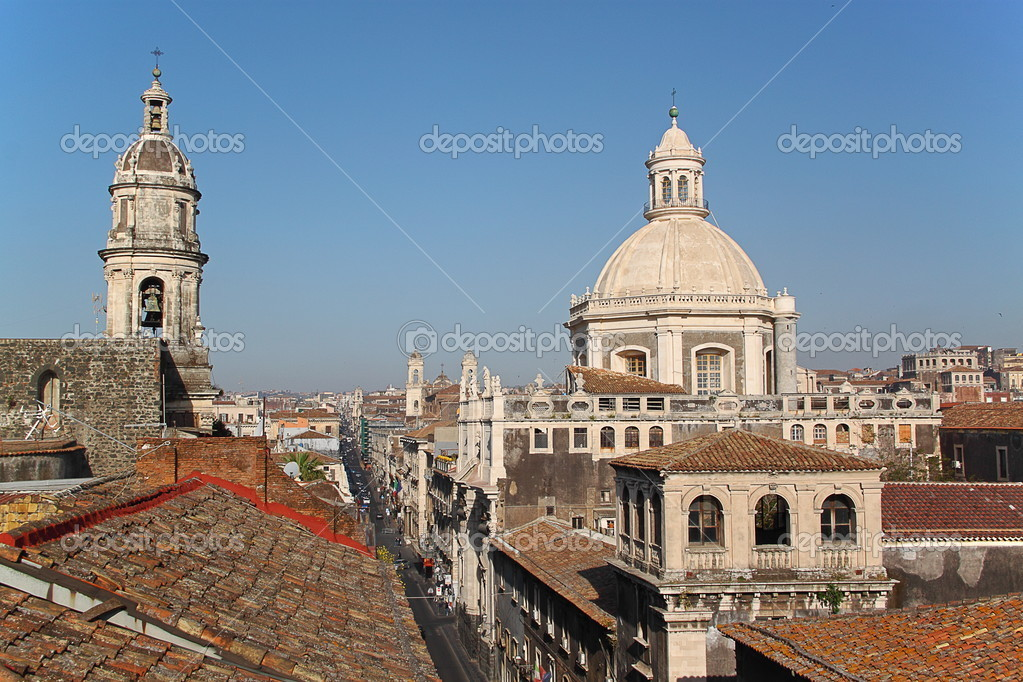 Cityscape of Catania (Sicily, Italy) with the Cathedral of Catania — Stock Photo #10589896