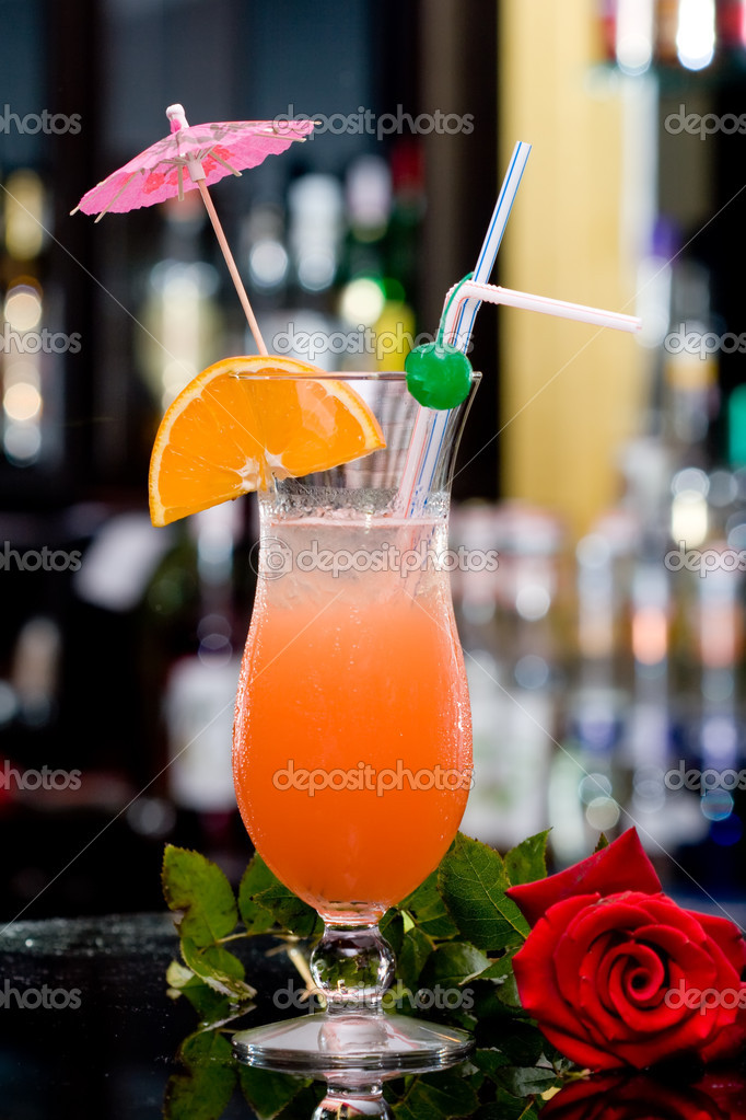 Fresh iced cocktail and red rose — Stock Photo #8360145