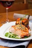Dîner de saumon — Photo