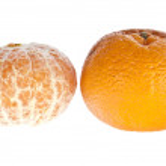 Geschälte und ungeschälte Mandarine — Stock Photo #8356388