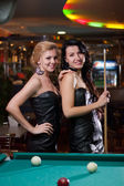 Two beautiful girls are playing billiards — Stock Photo