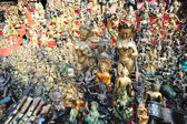 Masks, pottery,souvenirs, Bronze statues,Nepal — Stock Photo