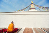 Monks in the tower bridge before, to chant buddhist scripture — Stock Photo