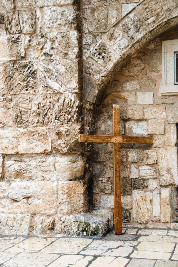 Wooden cross near the wall in old city of Jerusalem — Stock Photo #9050419