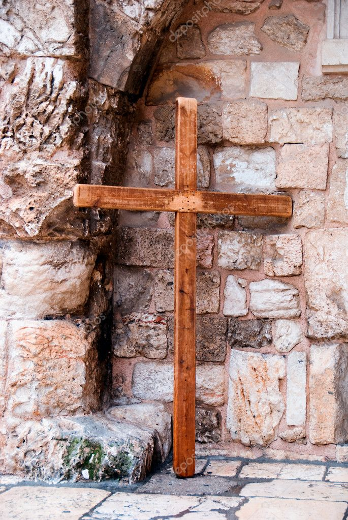 Wooden cross near the wall in old city of Jerusalem — Stock Photo #9050462