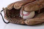 在白色背景上孤立的棒球手套 — 图库照片