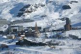 Les menuirs 法国阿尔卑斯山,充分滑雪季节 — 图库照片