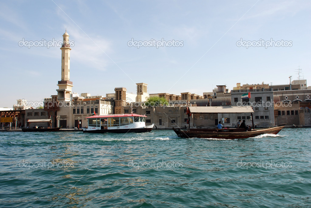 Abra's on the Dubai Creek in the United Arab Emirates — Stock Photo #8603347