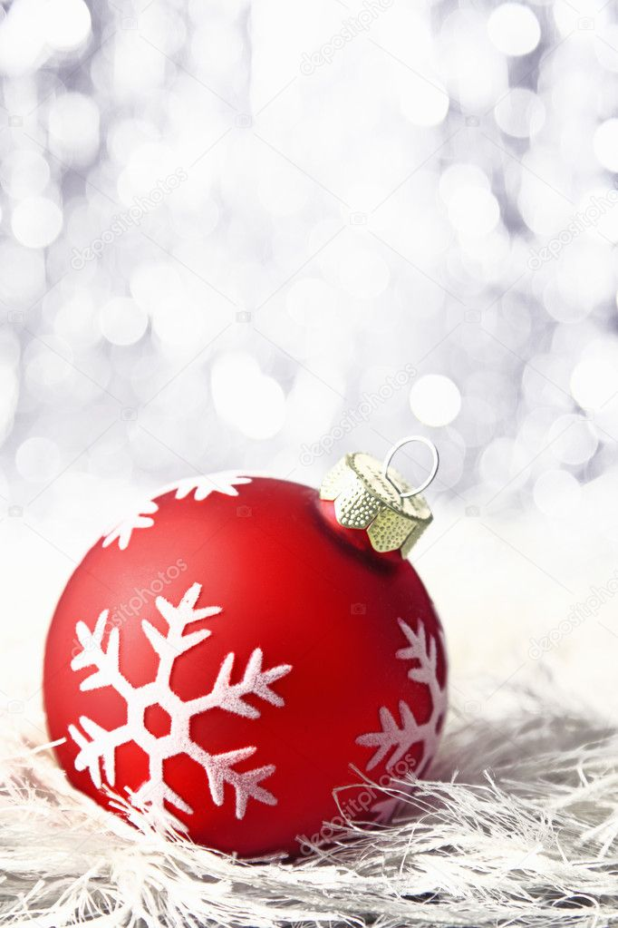 Red christmas bauble with snowflake and bokeh — Stock Photo #8376191