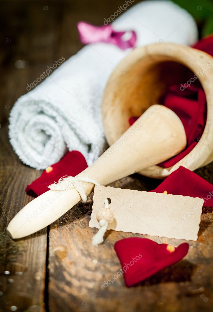 Spa and Body Care Treatment with rose leaves and ethereal oil on a wooden plate. — Stock Photo #9521184