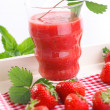 Refreshing strawberry smoothie — Stock Photo