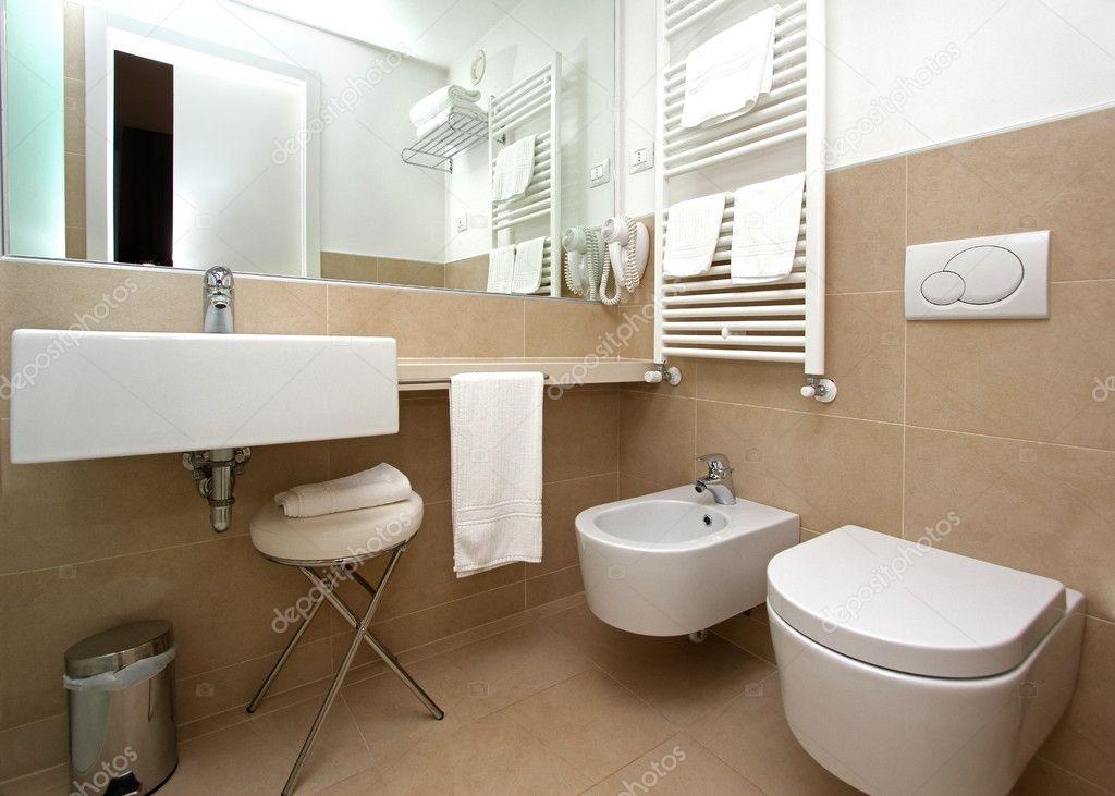 Moderno cuarto de baño color beige — Foto de stock © ttatty #10233243