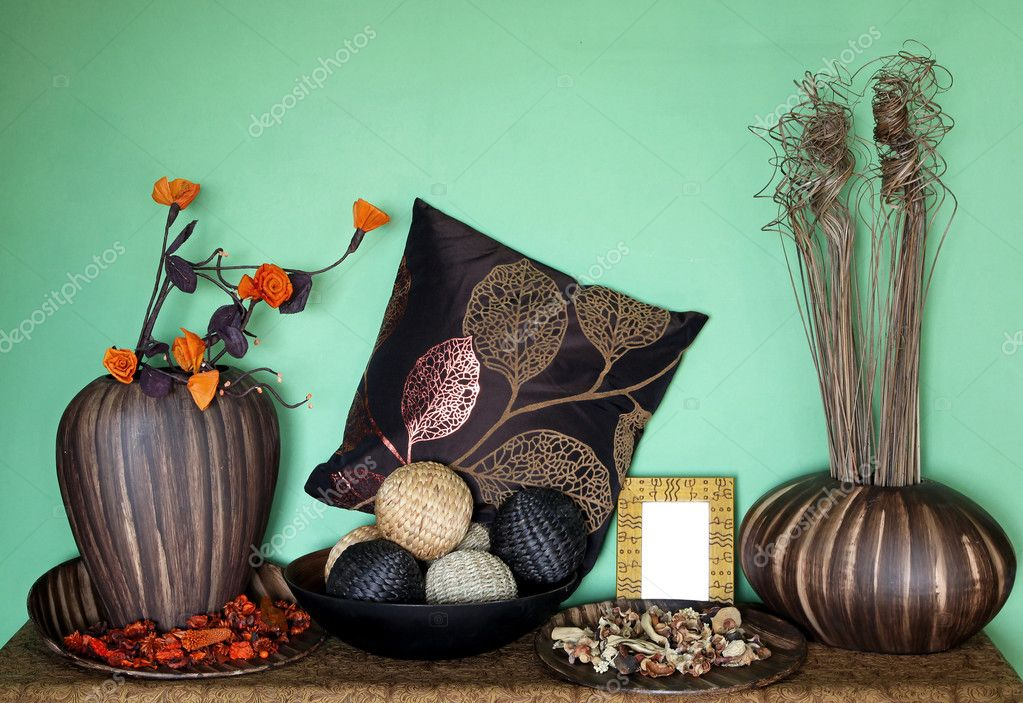 Large set of home decor accessories with flower decoration — Stok fotoğraf #8665810