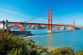 The Golden Gate Bridge in San Francisco with beautiful blue ocea — Stock Photo