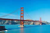 Die golden Gate Bridge in San Francisco mit schönen blauen ocea — Stockfoto