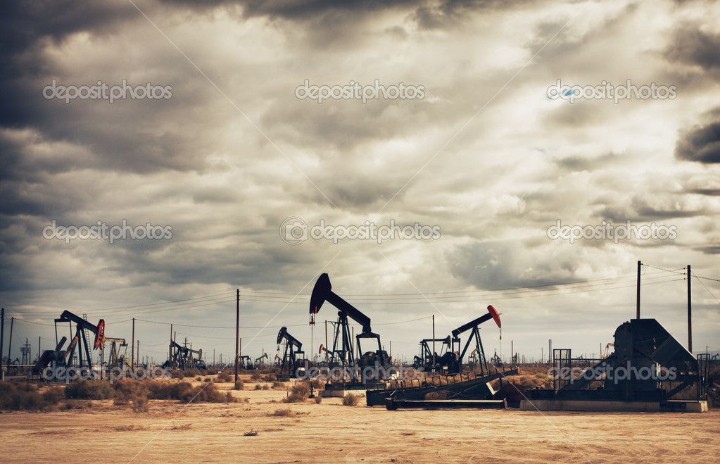 Oil Field in Desert, Oil Production — Stock Photo #10302828