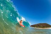 тело пансионер серфинг голубой океан волны — Стоковое фото
