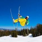 Skier gets Big Air off Jump — Stock Photo