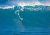 MAUI, HI - MARCH 13: Professional surfer Francisco Porcella ride — Stock Photo
