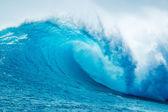 Vague de beau bleu de l'océan — Photo