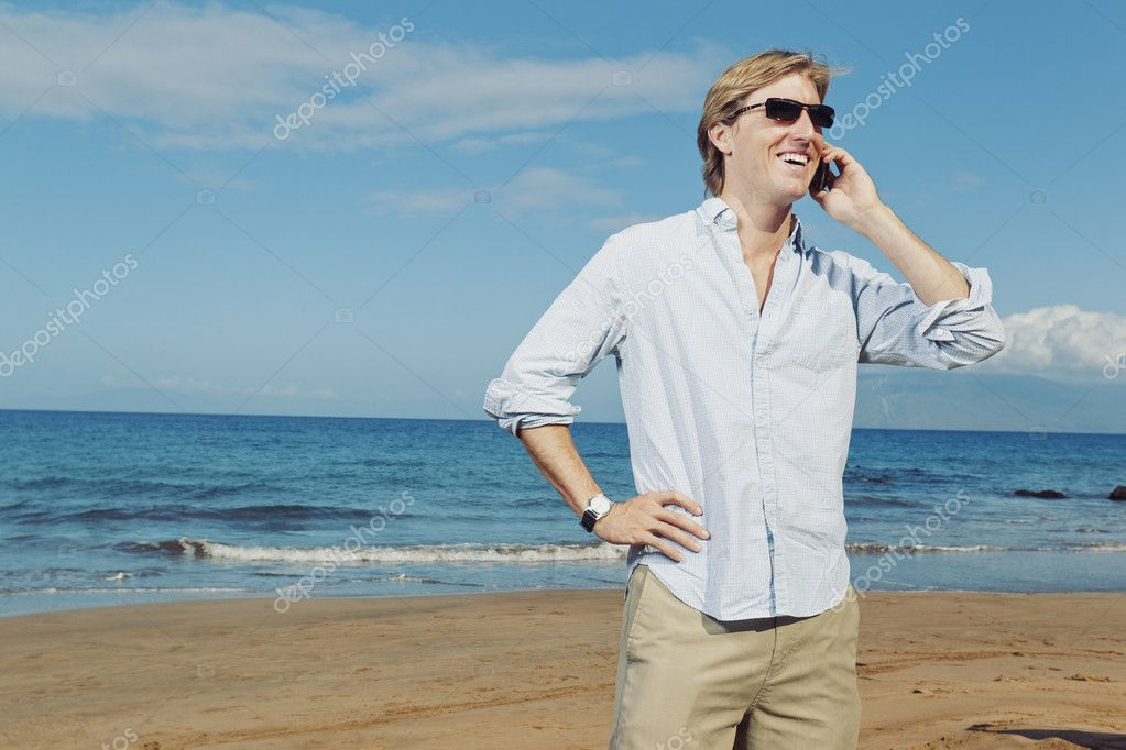 Business man calling by cell phone on the beach — Stockfoto #9758060