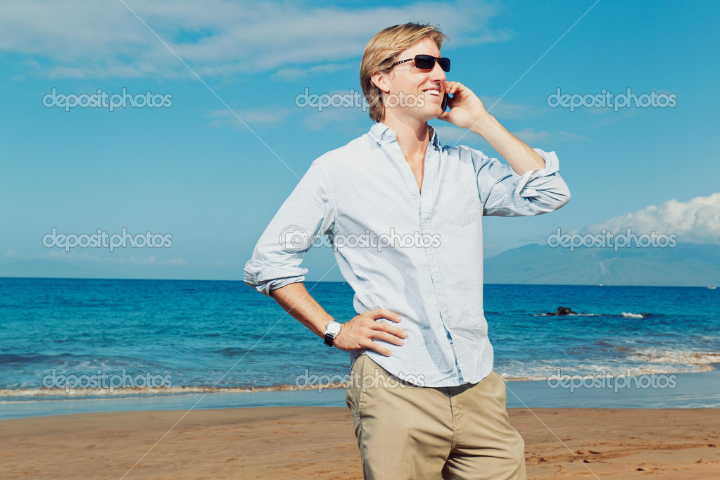 Business man calling by cell phone on the beach — Stock Photo #9758091