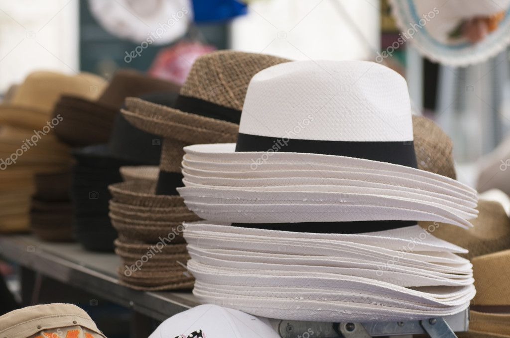Classic straw hats to wear under the sun — Stock Photo #8472977