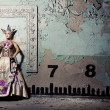 Queen near wall — Stock Photo #10428142