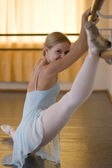 Ballerina in ballet class — Stock Photo